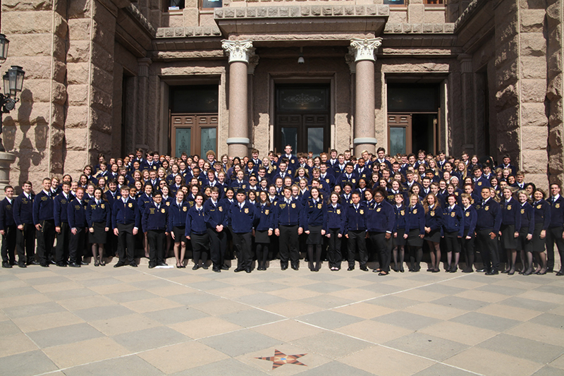 Group photo of FFA members on the steps of the Capitol
