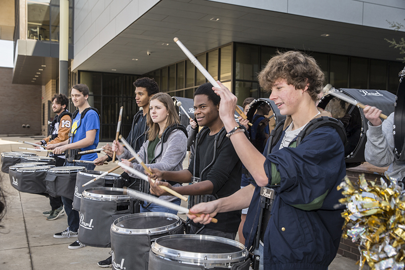 drummers in a line