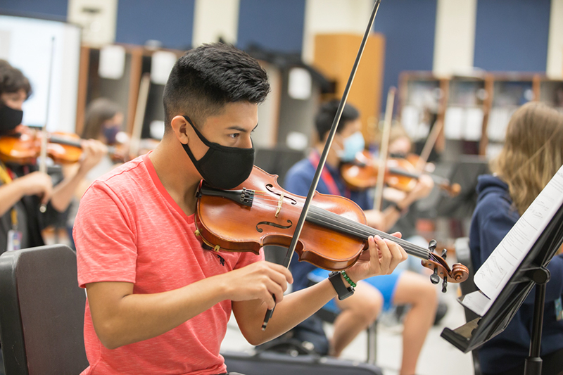 playing violin in class with mask on